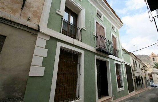 8 Bed Townhouse For Sale