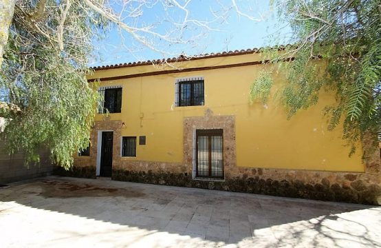 8 Bed Country House For Sale