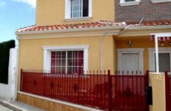 3 Bed Townhouse For Rent
